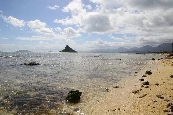 Kualoa-Rock-Beach_2