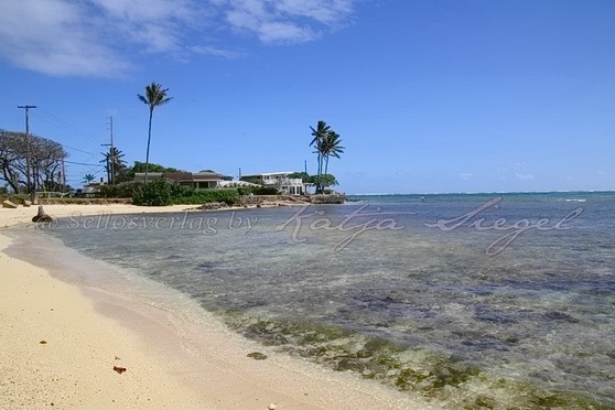 Kualoa-Rock-Beach_3