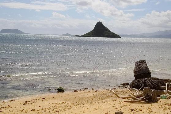 Kualoa-Rock-Beach_6