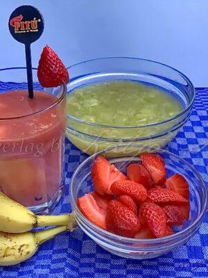 Rhabarber-Bananen-Erdbeer Smoothie
